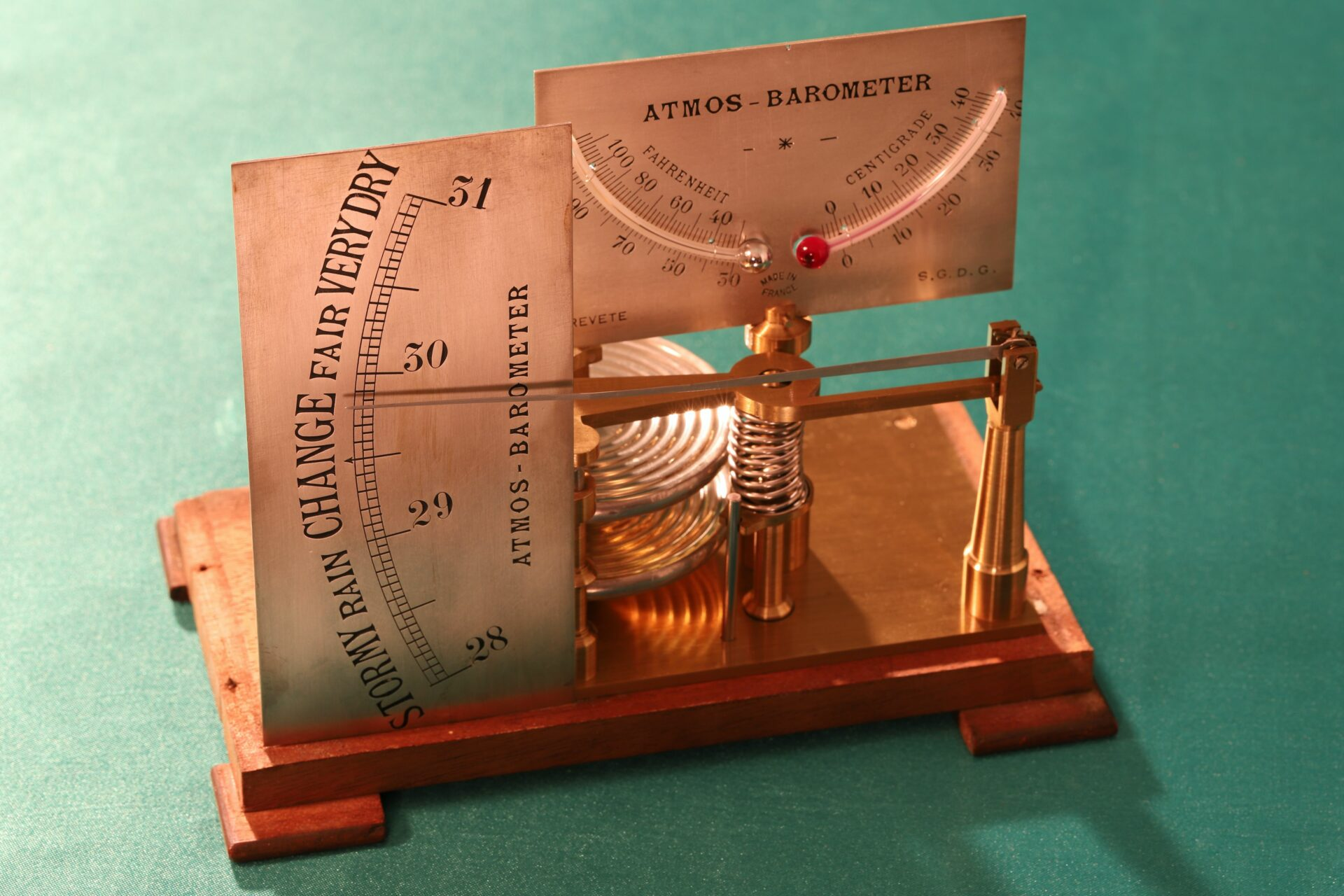 Image of dials and movement of French Atmos Barometer c1875