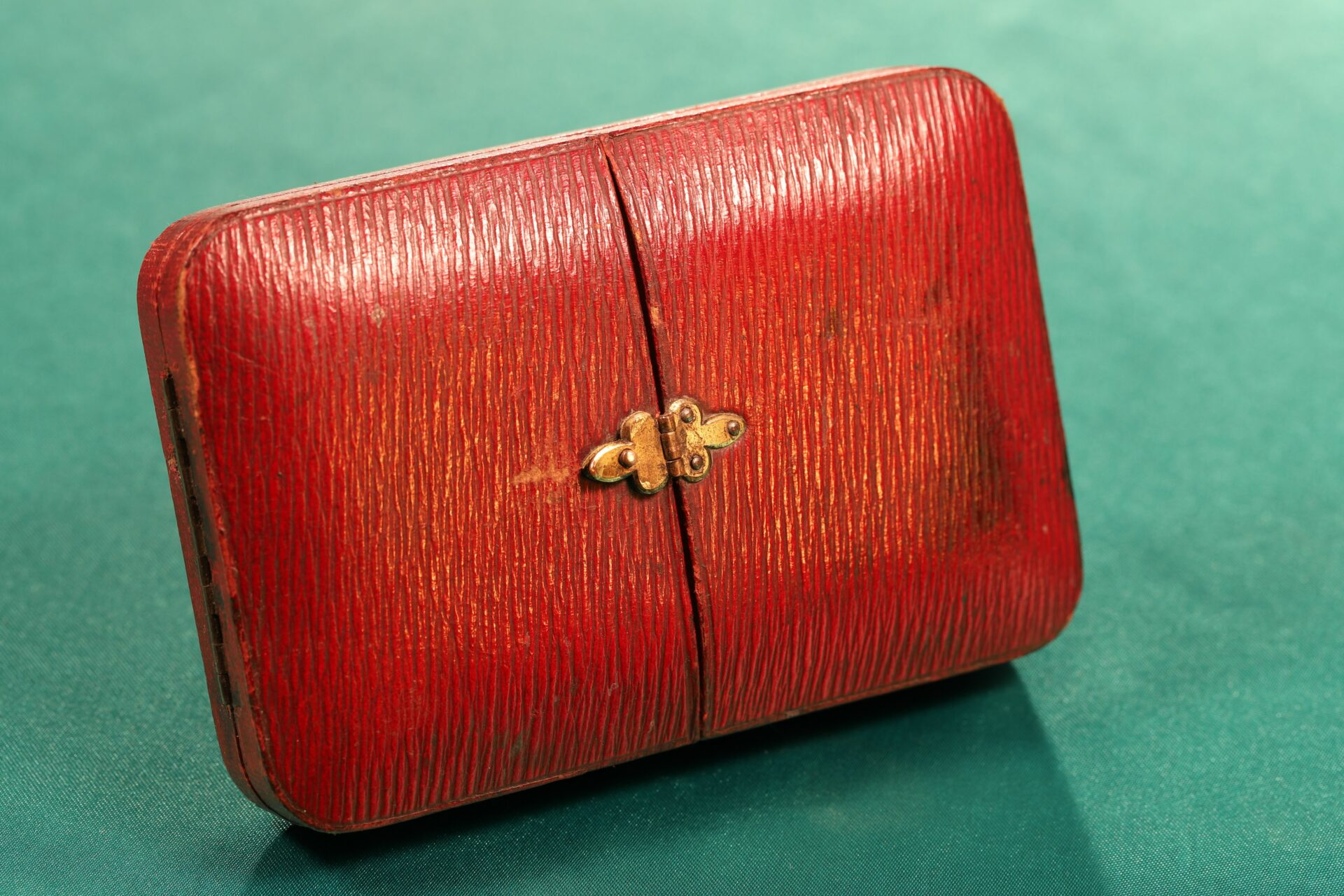 Image of front of closed case of Houghton & Gunn Silver Travel Compendium c1895