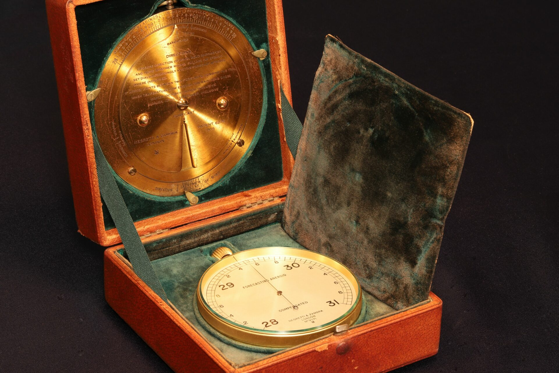 Image of Negretti & Zambra Forecasting Aneroid No 9071 c1920 in case with brass forecaster and velvet covered pad