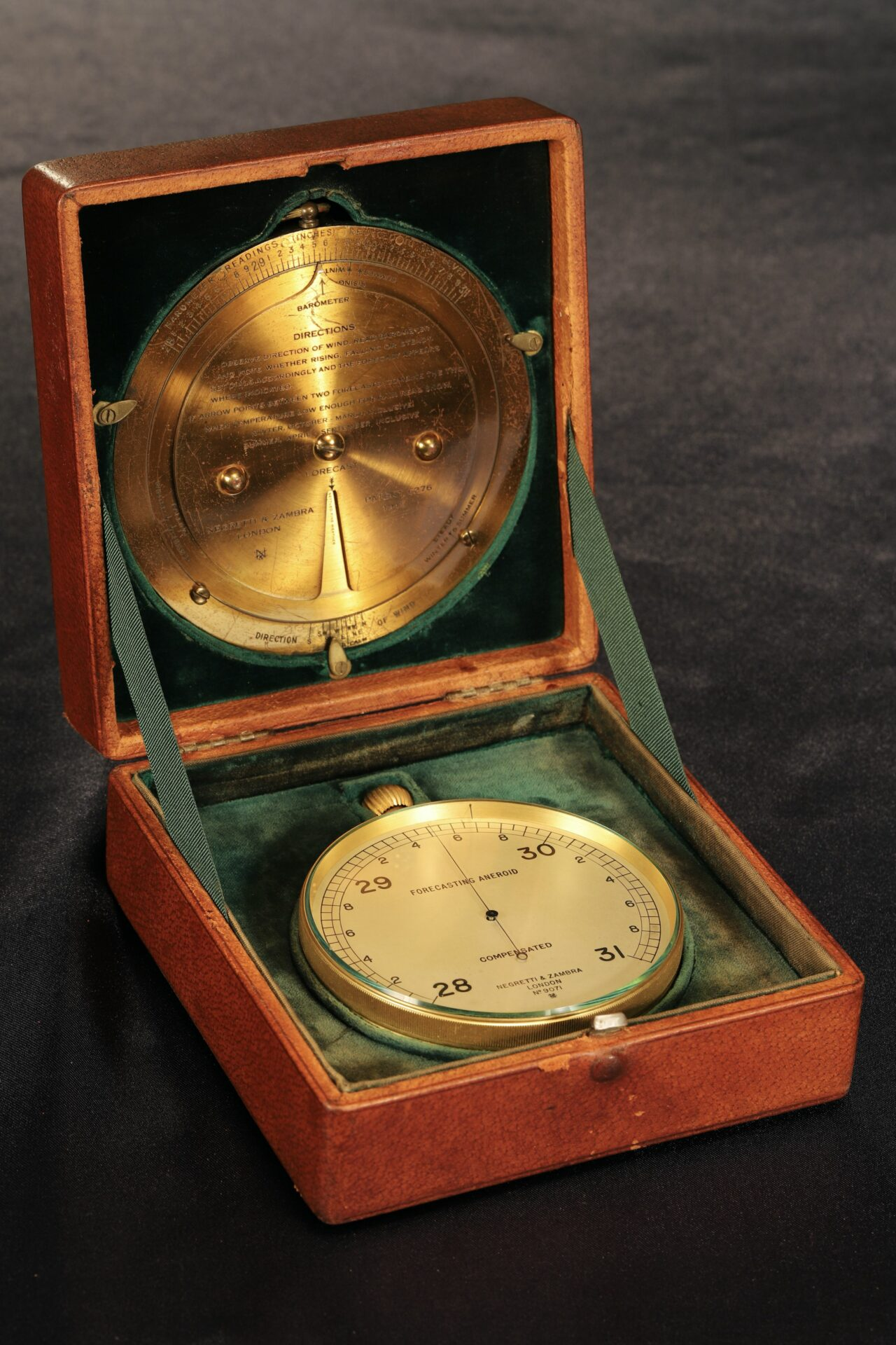 Image of Negretti & Zambra Forecasting Aneroid No 9071 c1920 in case with brass forecaster