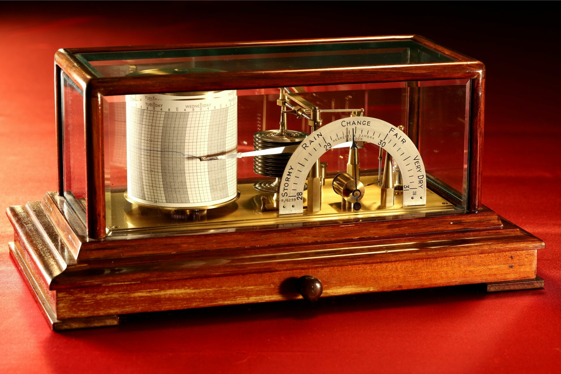 Image of Negretti & Zambra Regent Barograph No R6259 c1929 with case lid in place taken from left centre