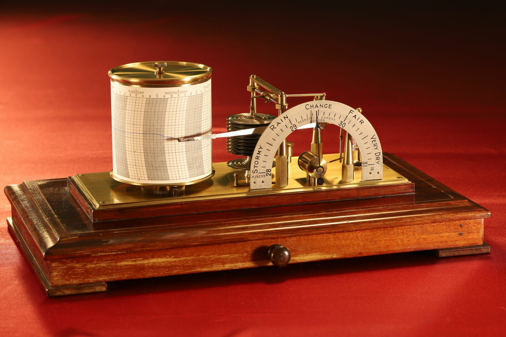 Image of Negretti & Zambra Regent Barograph No R6259 c1929 without case lid taken from left centre
