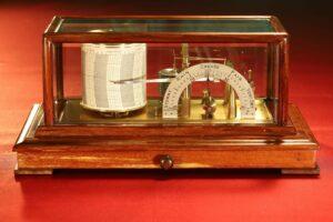Image of Negretti & Zambra Regent Barograph No R6259 c1929 with case lid in place
