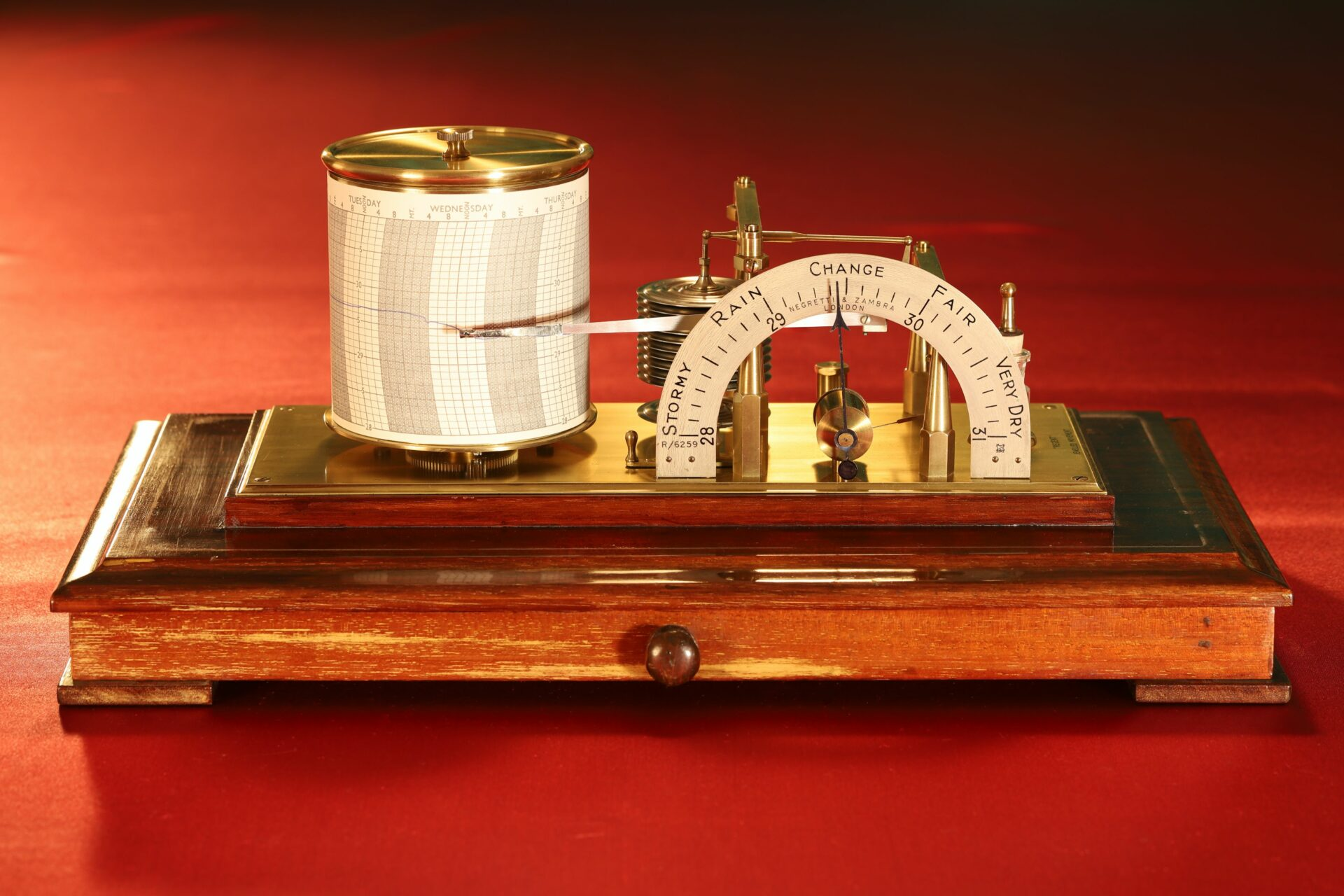 Image of Negretti & Zambra Regent Barograph No R6259 c1929 without case lid taken from front