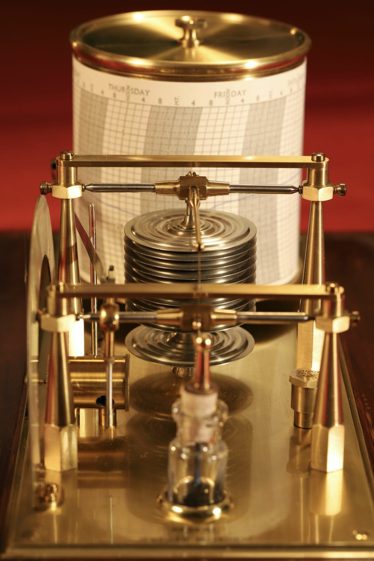Image of Negretti & Zambra Regent Barograph No R6259 c1929 taken from above without case lid