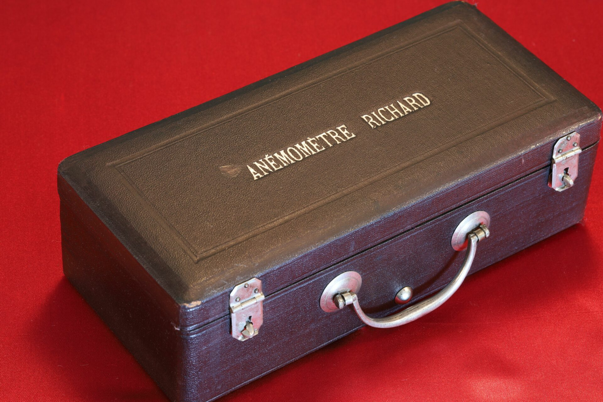 Image of closed case of Jules Richard Anemometer No 2316 c1890
