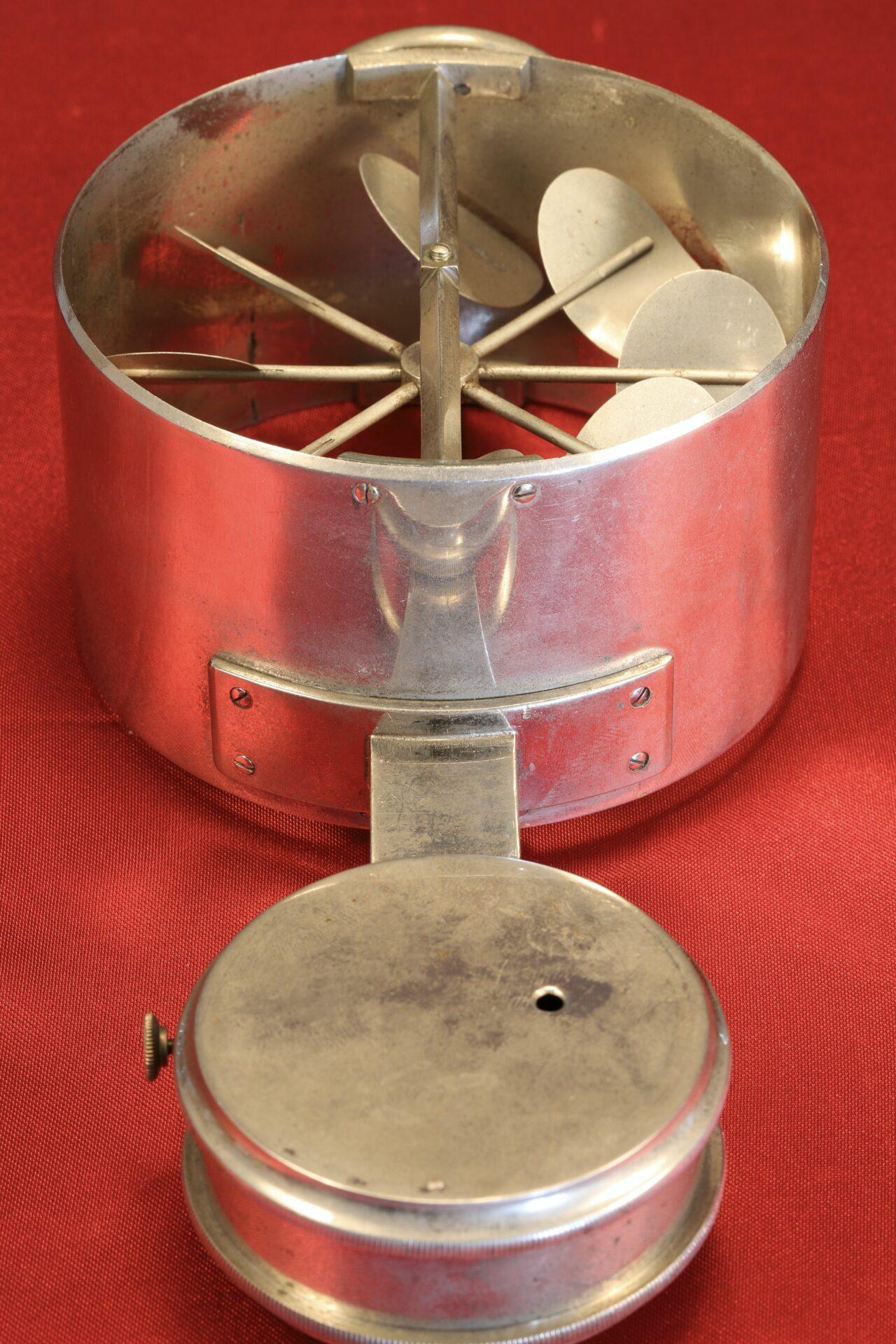 Image of back of Jules Richard Anemometer No 2316 c1890