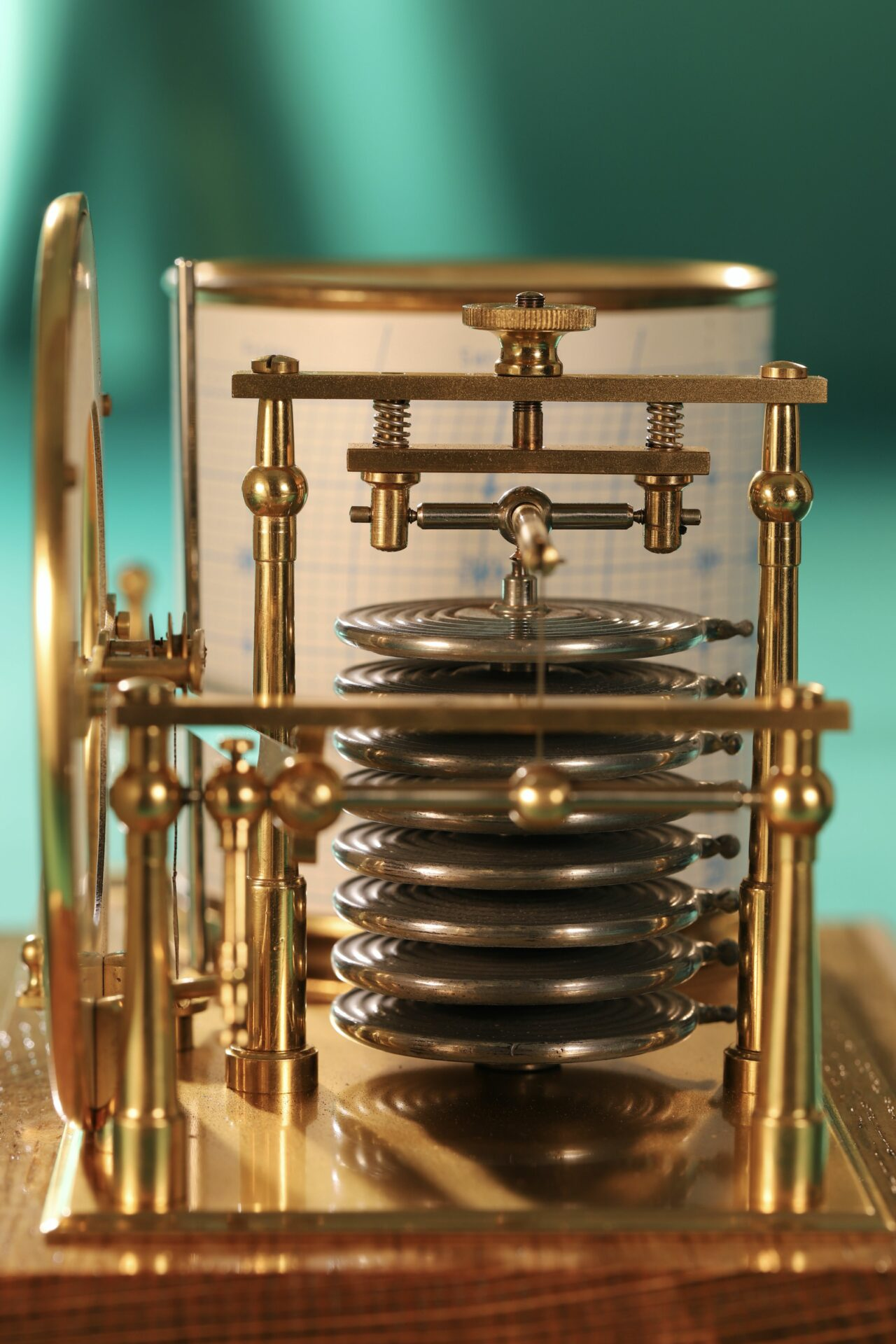 Close up of Short & Mason Tycos Drum Barograph with Dial No 5431 c1930 with case lid removed, taken end on focusing on capsule stack