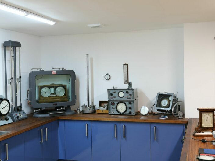 VAVASSEUR ANTIQUES NEW TEST LABORATORY IN ACTION