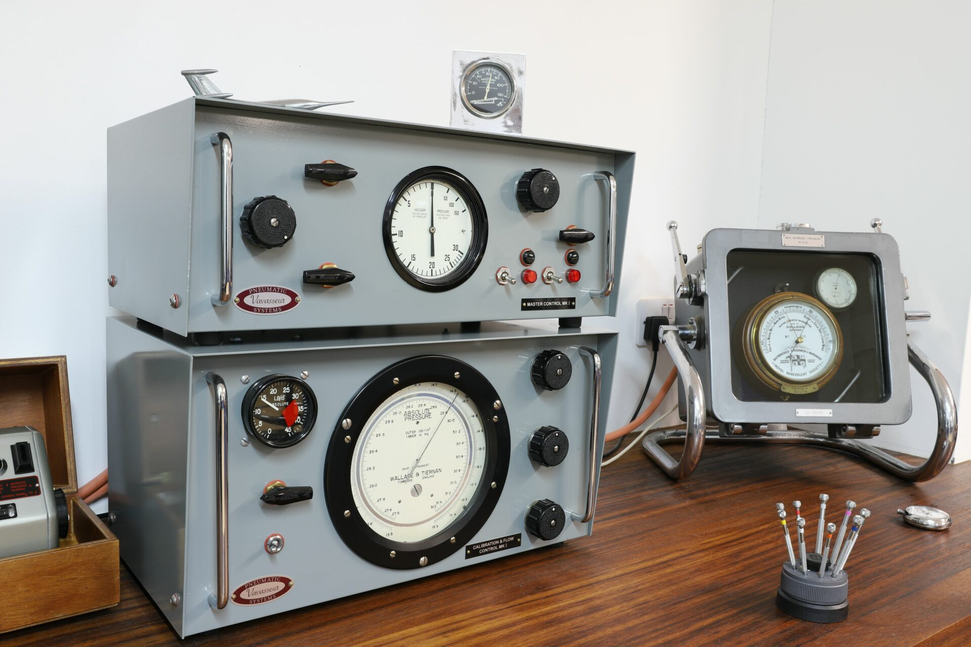Image of Vavasseur Laboratory Test Equipment calibration units and smaller pressure chamber