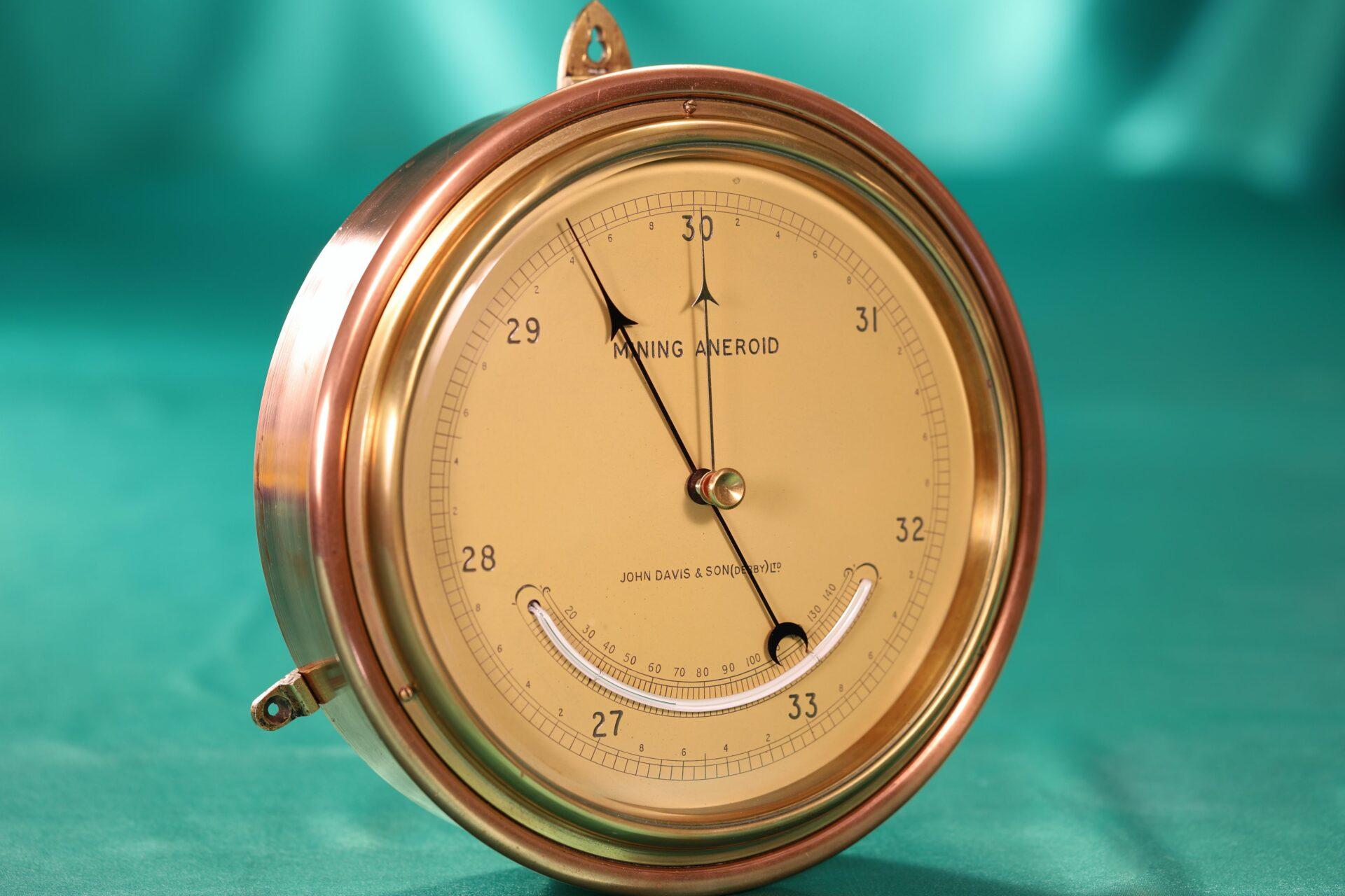 Image of Negretti & Zambra Mining Barometer for John Davis & Son taken from lefthand side