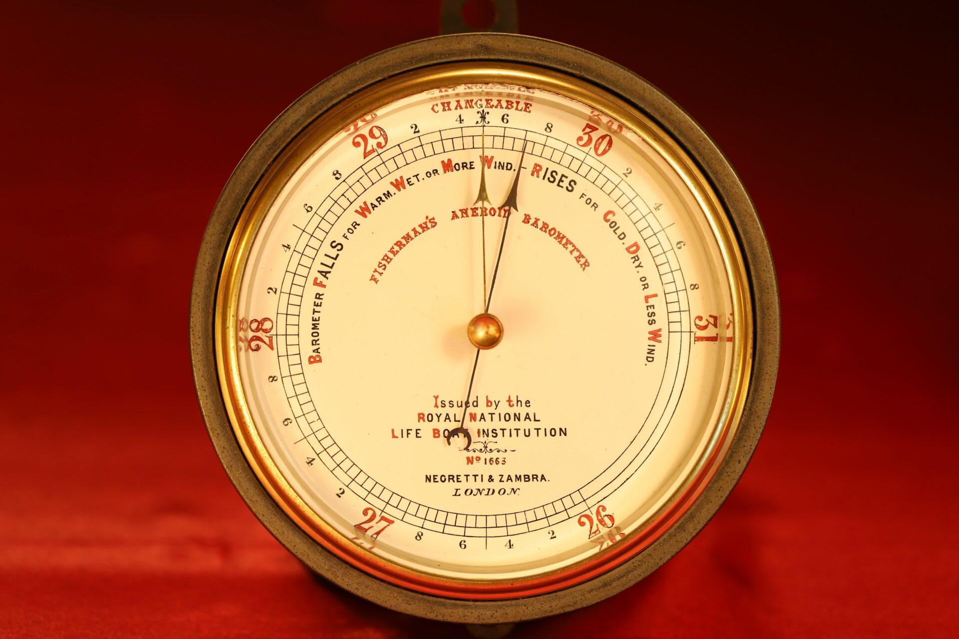 Image of Negretti & Zambra RNLI Fishermans Aneroid Barometer No 1663 taken from front