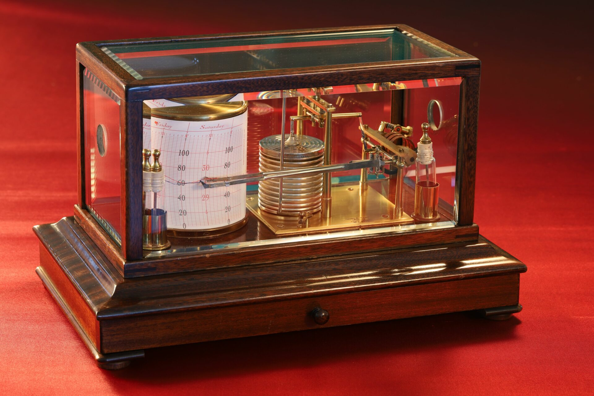 Image of Short & Mason Barothermograph No A 8366 taken from left hand side with lid in place