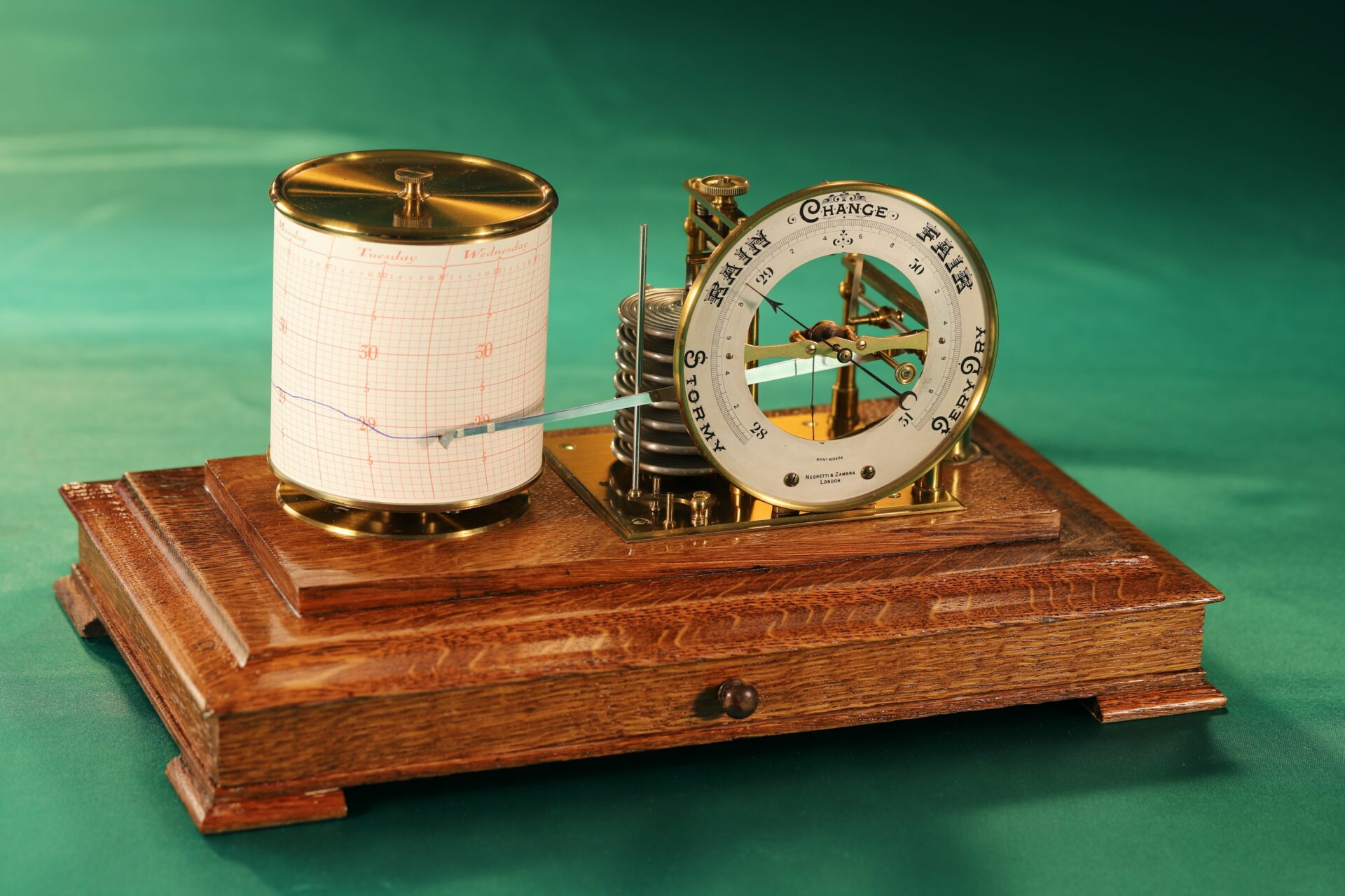 Image of Negretti & Zambra Barograph with Dial No 455 c1918 with case lid removed taken from front left