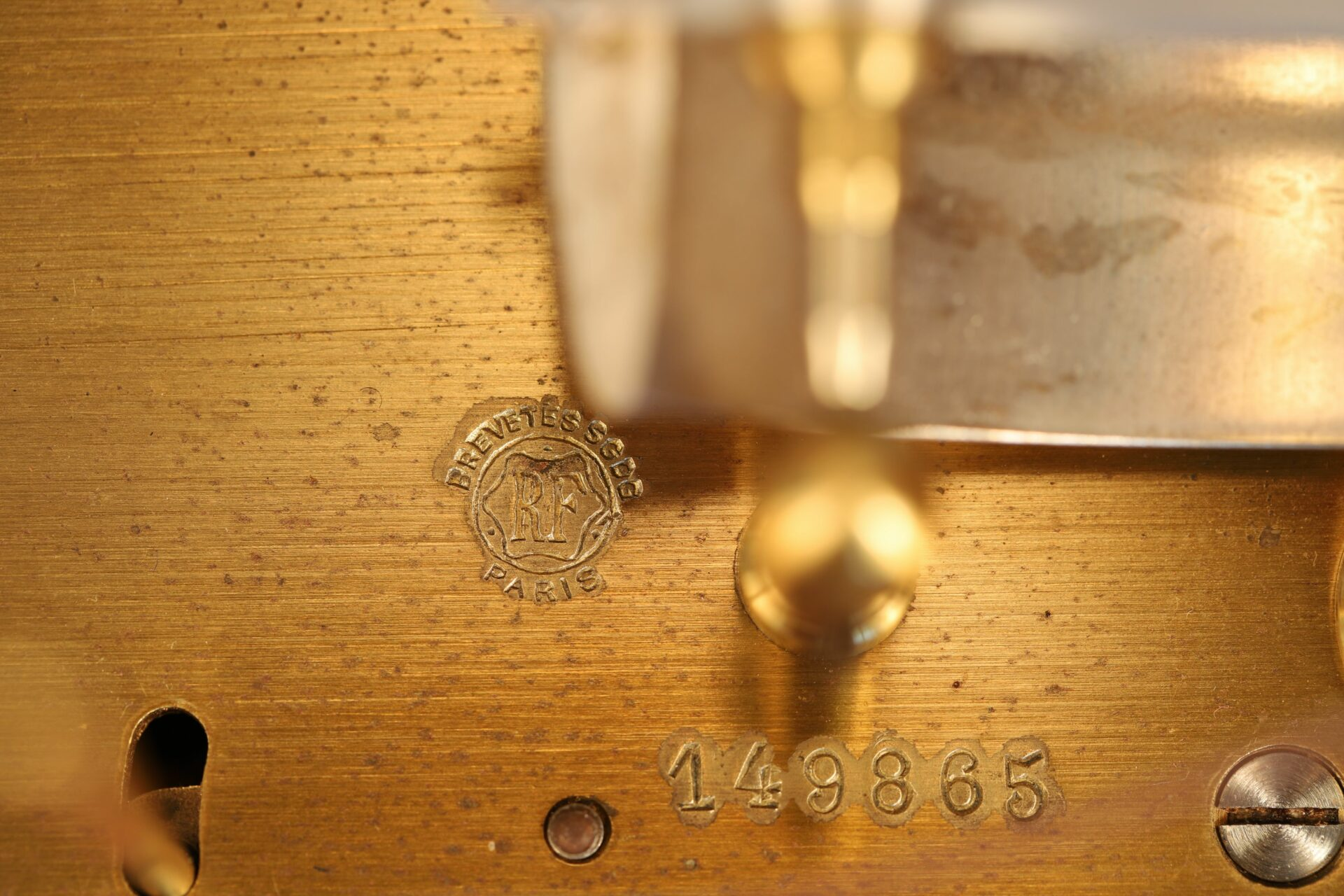 Image of maker's logo and serial number for Richard Frères Height Recorder No 149865