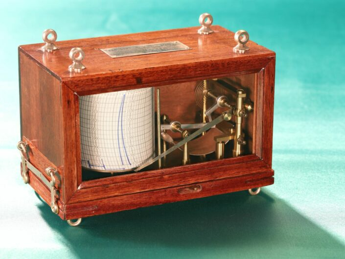 MAHOGANY BOURDON TYPE AIRCRAFT/BALLOON HEIGHT RECORDER BY JULES RICHARD No 149865 c1935