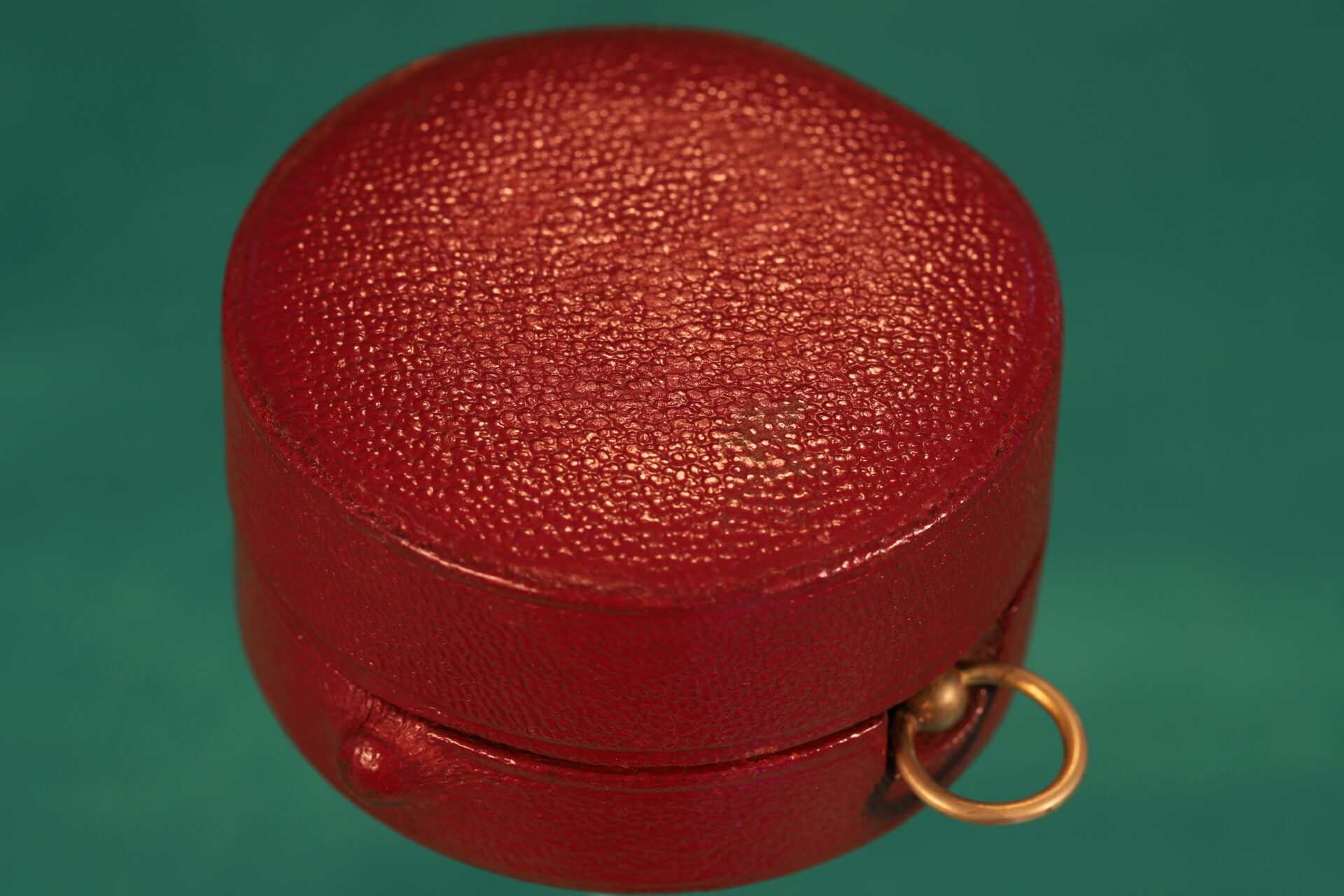 Image of closed case for Newton Pocket Barometer Compendium No 1082