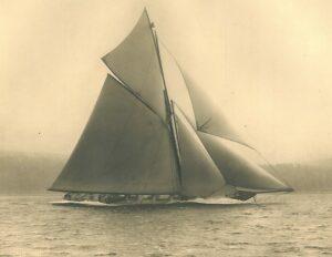 Image of Big Class racing cutter Satanita under full sail