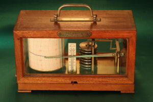 Image of Richard Frères Drum Barograph No 19110 awarded to Satanita 1896 with lid closed taken from front