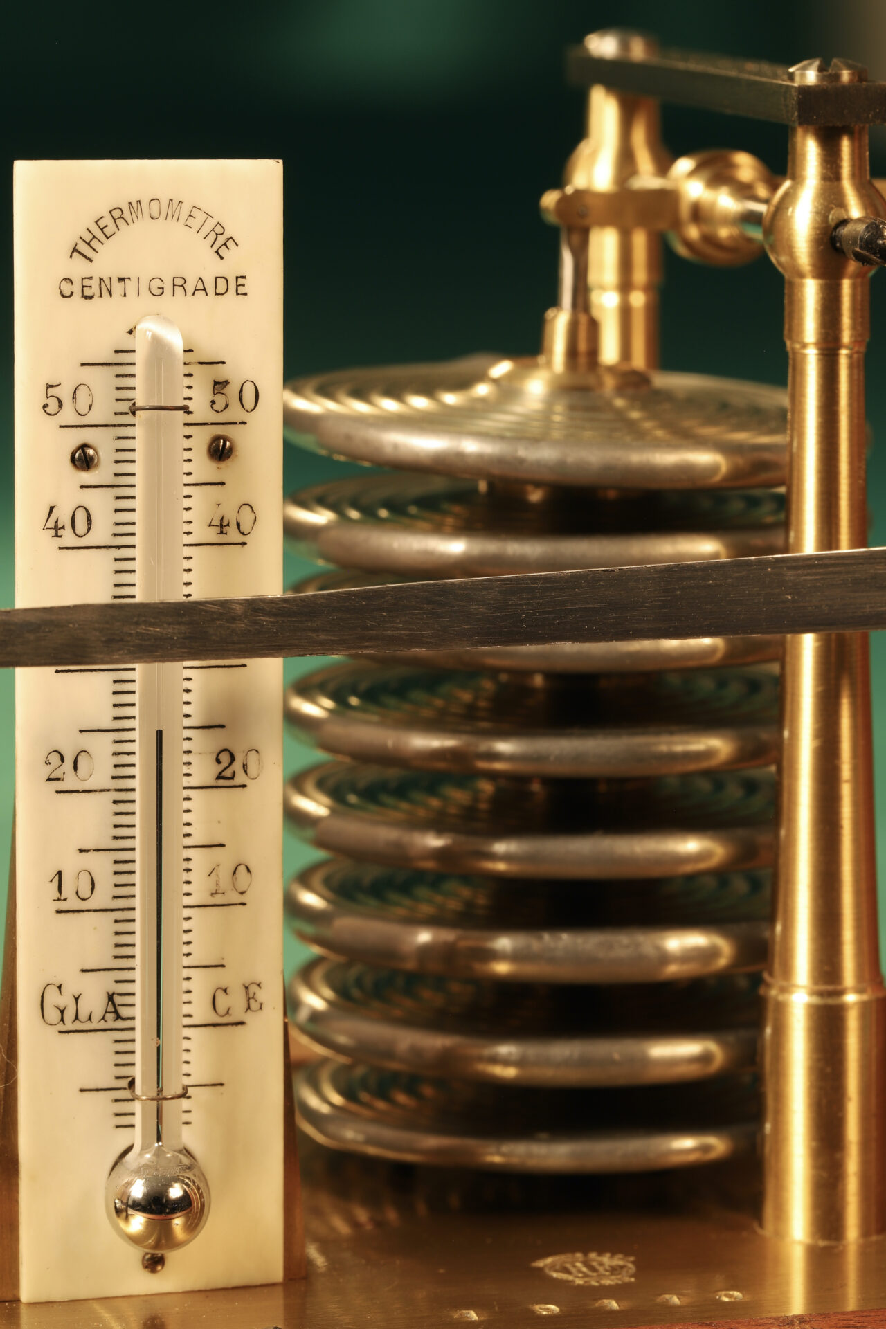 """Close up of the thermometer and capsule stack from Richard Frères Drum Barograph No 19110 awarded to """"Satanita"""" 1896"""