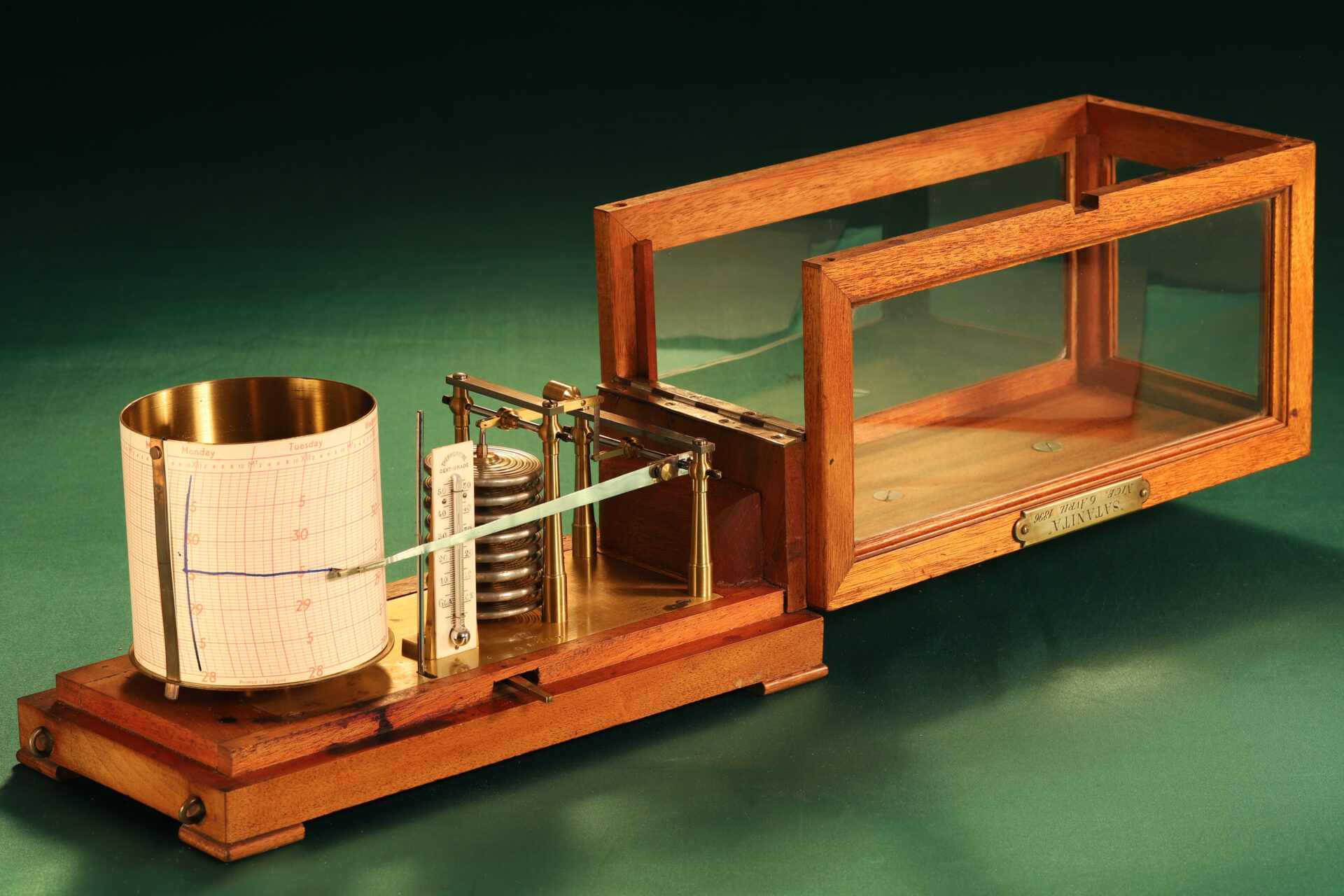 """Image of Richard Frères Drum Barograph No 19110 awarded to """"Satanita"""" 1896 with lid open"""