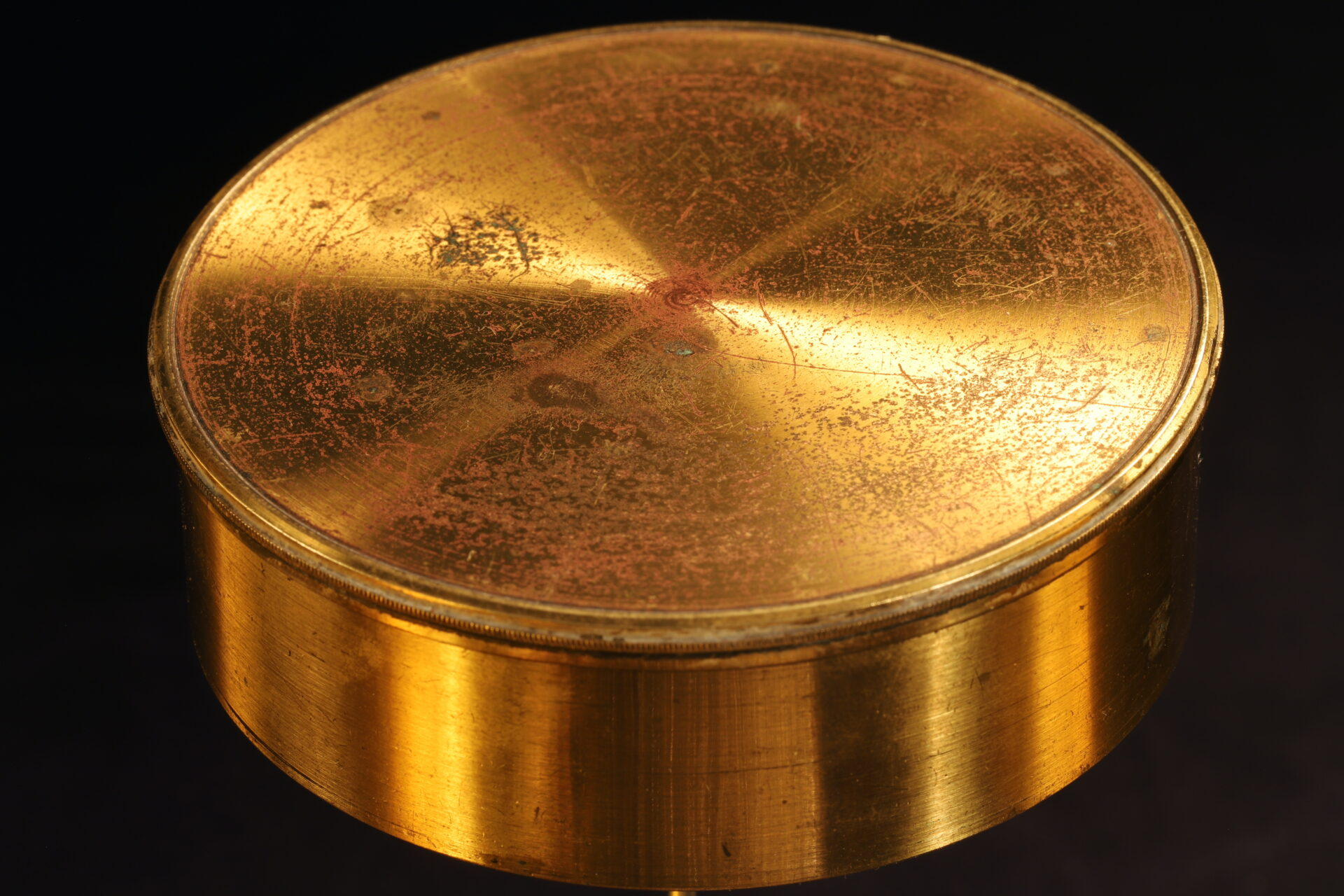 Image of Explorers Singers Patent Compass c1870 with lid in place