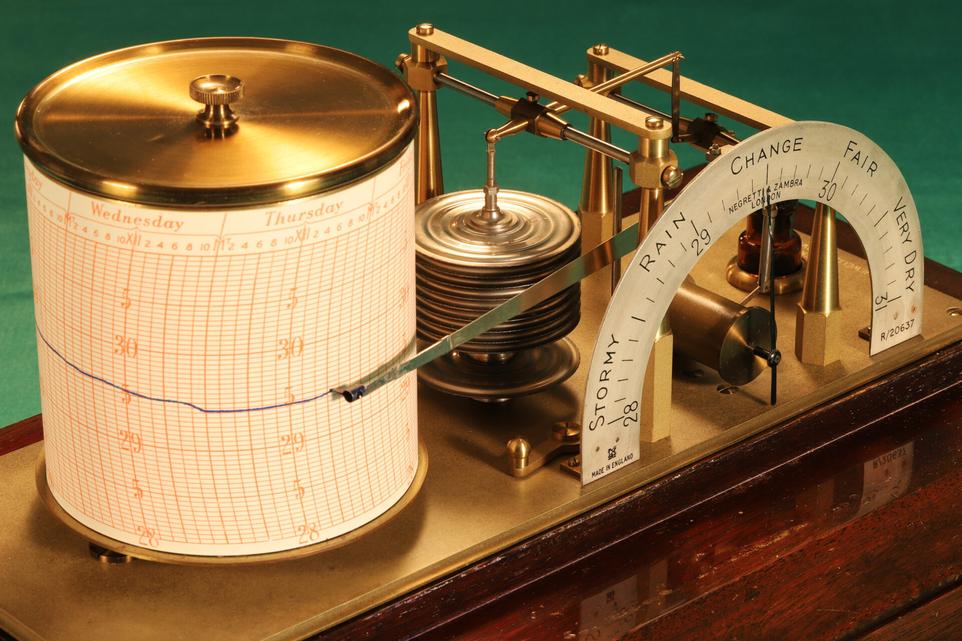 Image of Negretti & Zambra Regent Barograph R20637 c1930 with lid removed taken from lefthand side