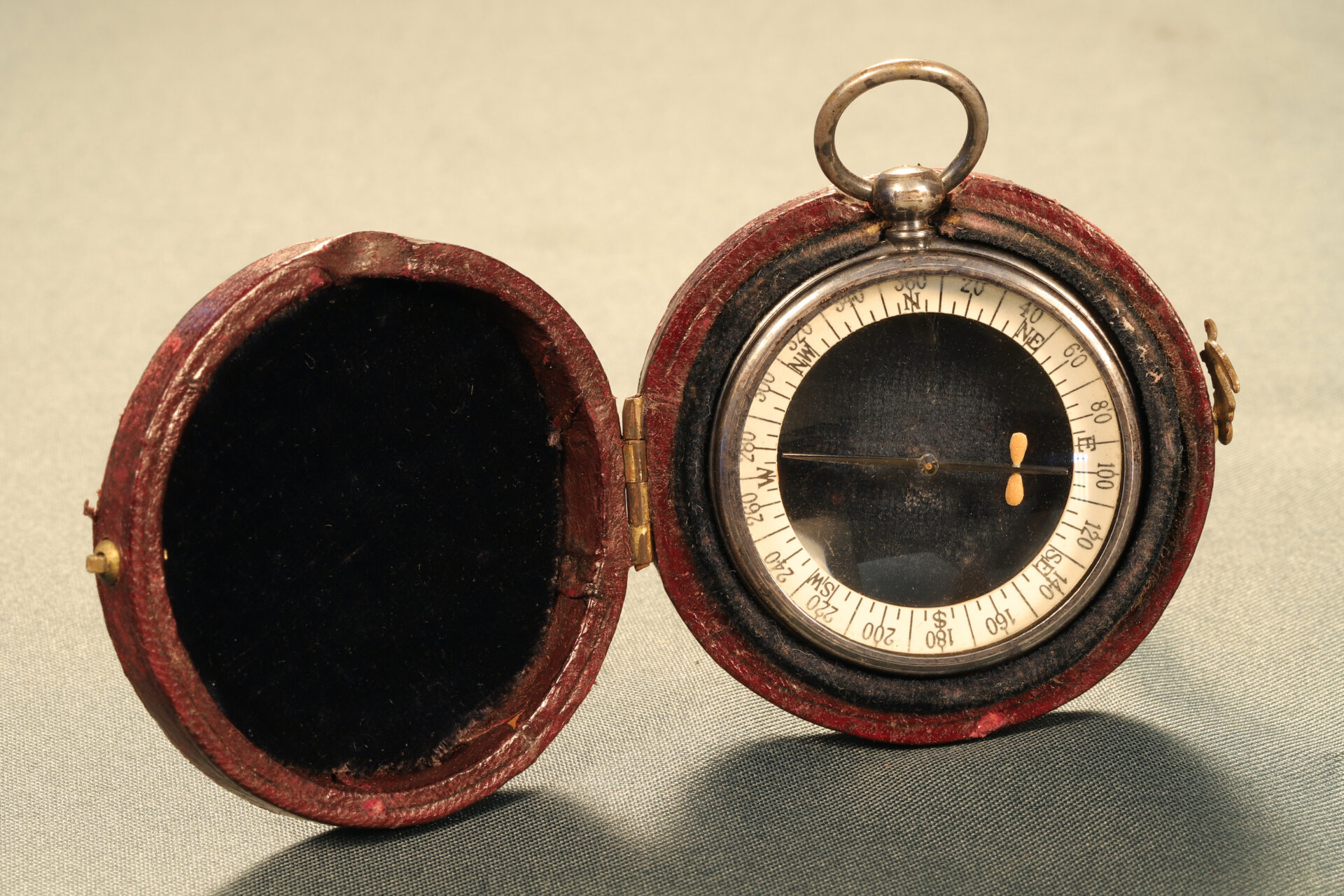 Image of reverse of Barker Radiant Transparent Pebble Lens Compass c1910 in travel case