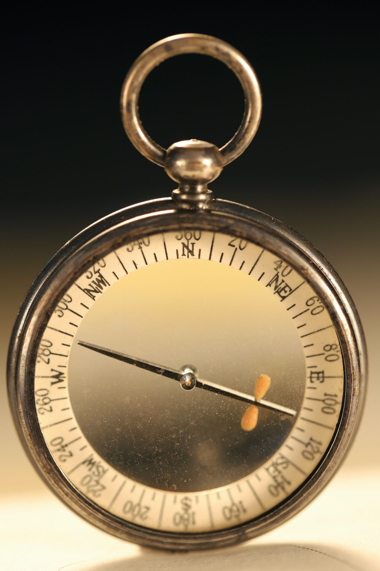 Image of Barker Radiant Transparent Pebble Lens Compass c1910 showing cardinals, intercardinals and degrees