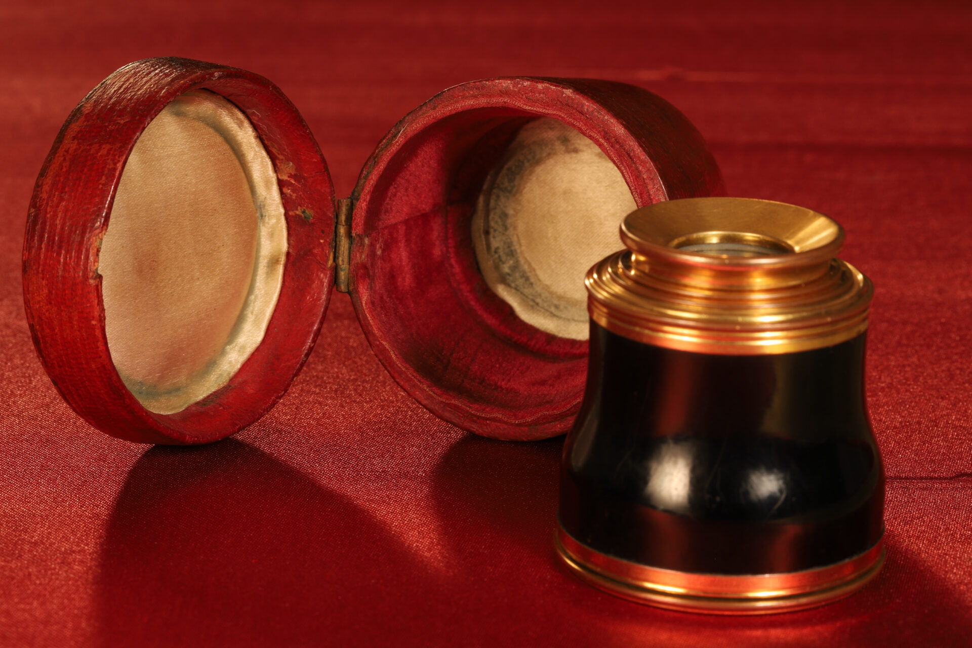 Image of closed Bodson Monocular Spyglass c1825 together with its case